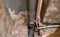 Как и за чей счет проводится замена стояка канализации в многоквартирном доме
