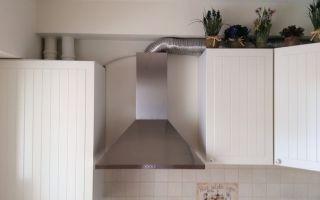 Как на кухне спрятать вентиляционную трубу от вытяжки?