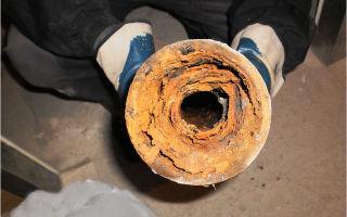Как самостоятельно прочистить водопроводную трубу от засора?