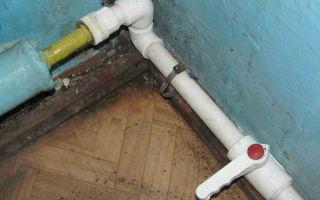 Как правильно и надежно соединить металлическую трубу с пластиковой?