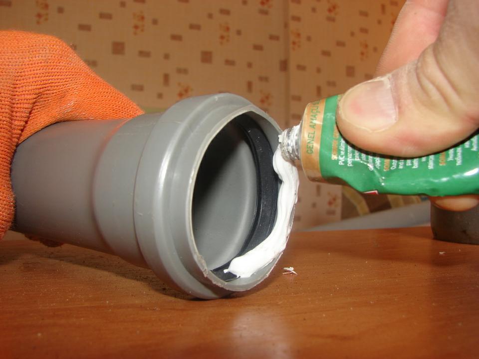 Лента для герметизации канализационных труб