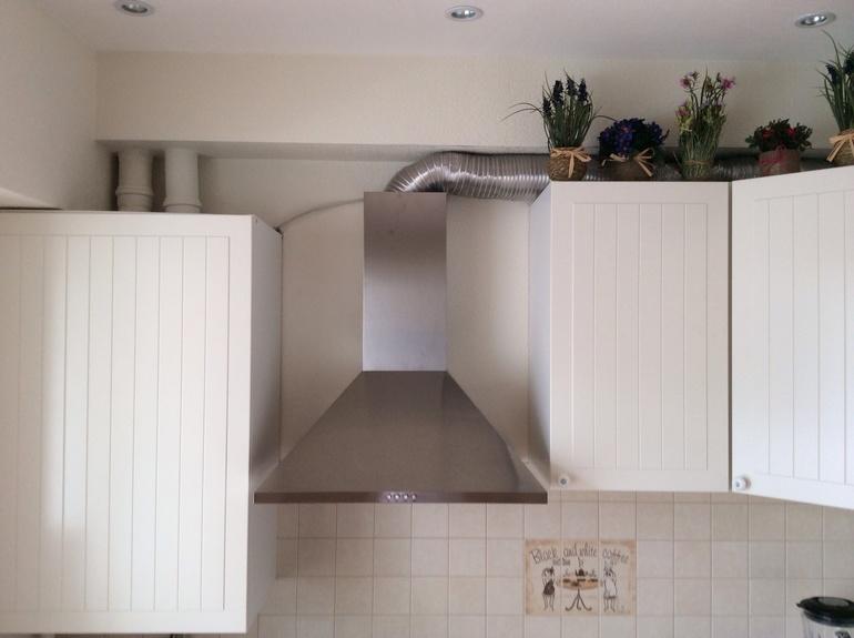 как скрыть вытяжку на кухне фото этом можете убедиться