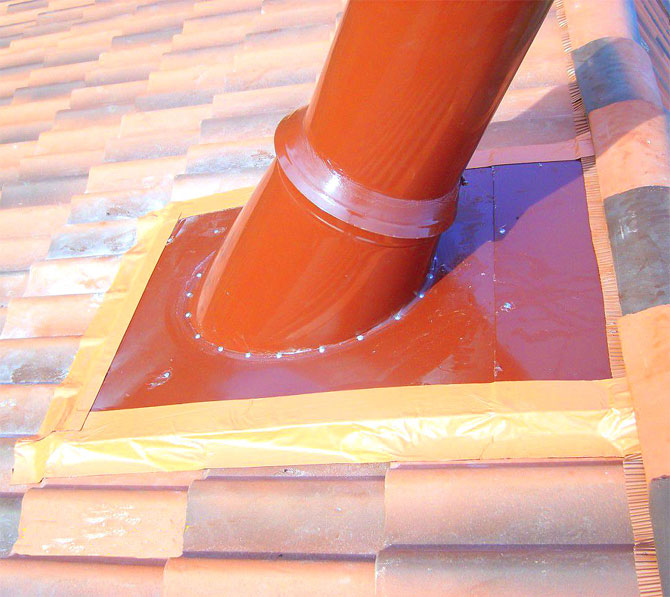 Как уплотнить трубу на крыше из профнастила