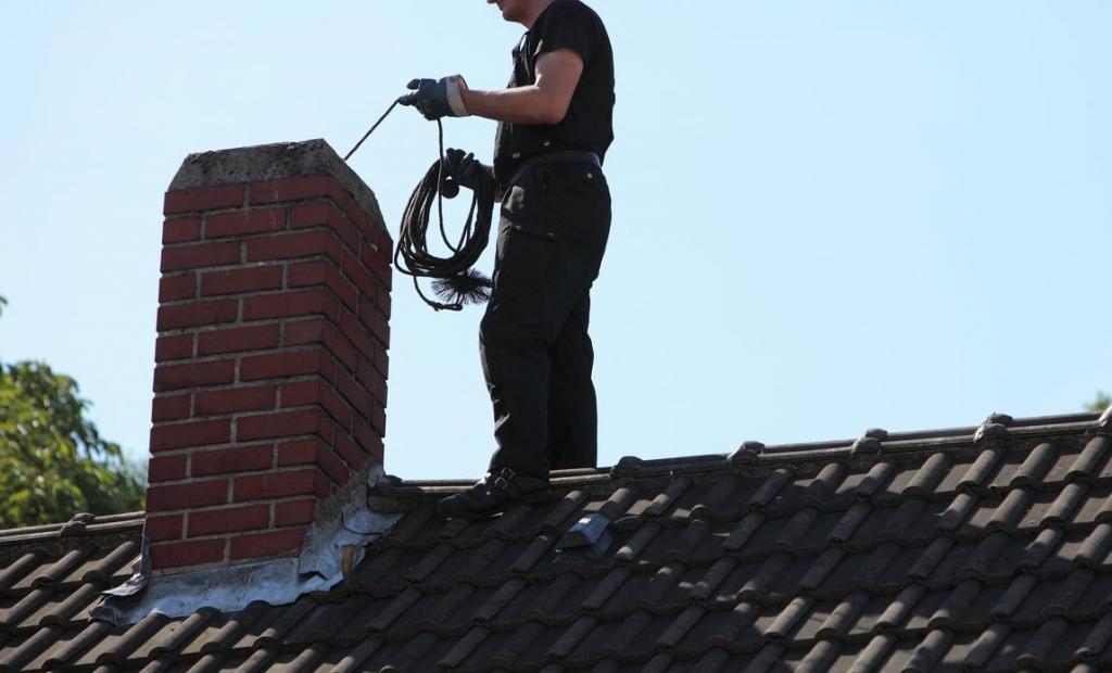 Как определить когда необходимо чистить дымоход и основные способы прочистки в частном доме