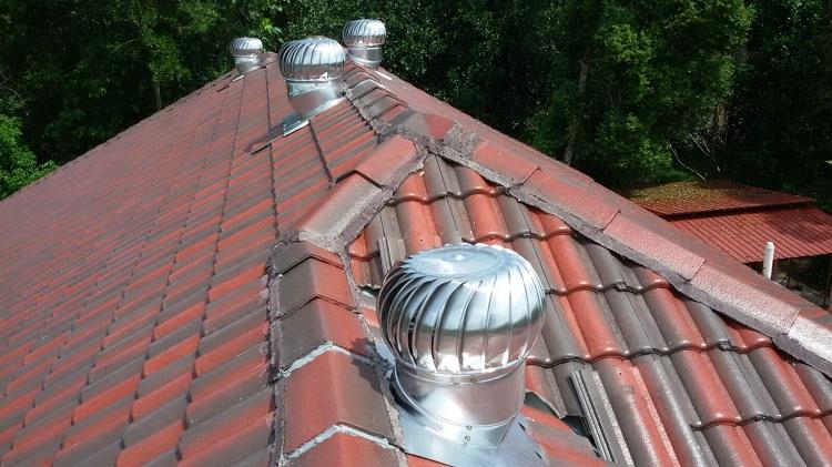 Вентиляционный грибок на крышу и выходы труб через кровлю