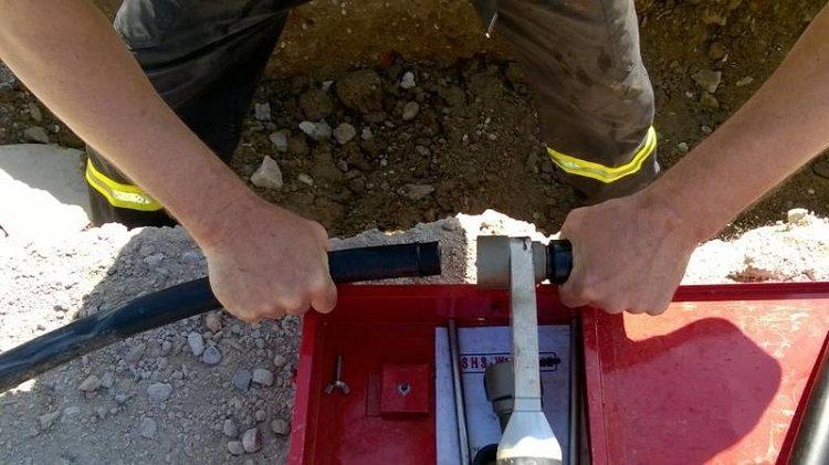 Прокладка труб под землей. Прокладка полиэтиленовых труб в земле